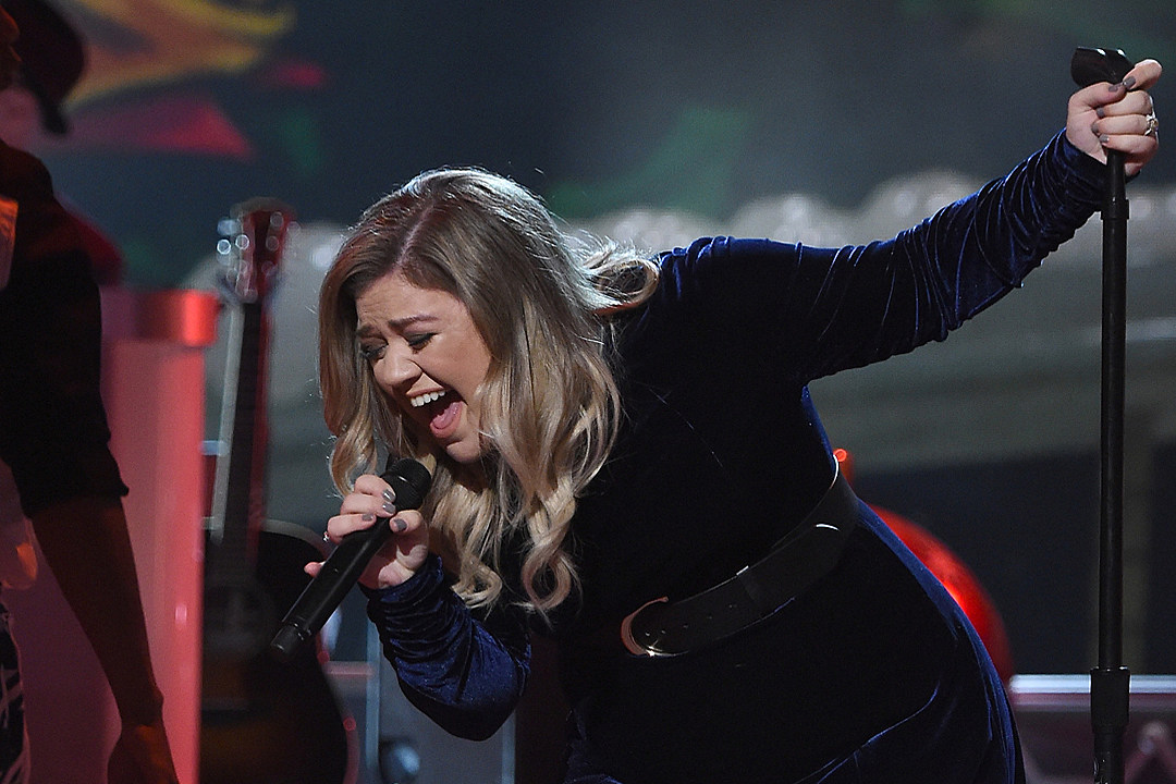 Kelly Clarkson Previews New Song 'Love So Soft'