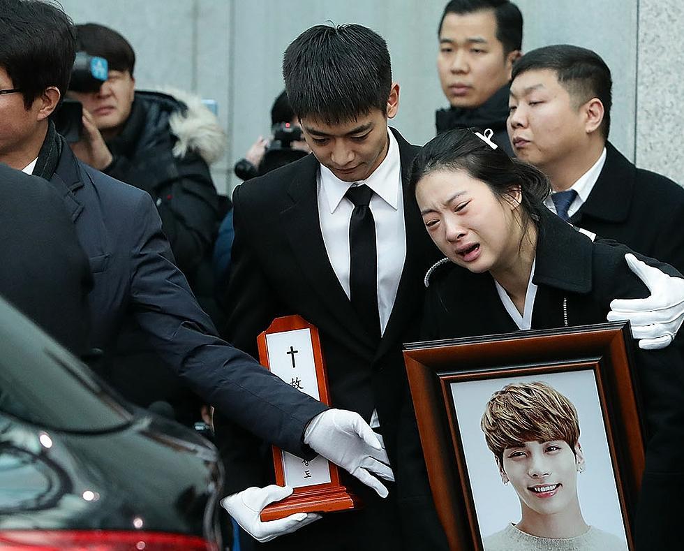 K-Pop Star Jonghyun's Funeral Held Amid Scene of Sorrow