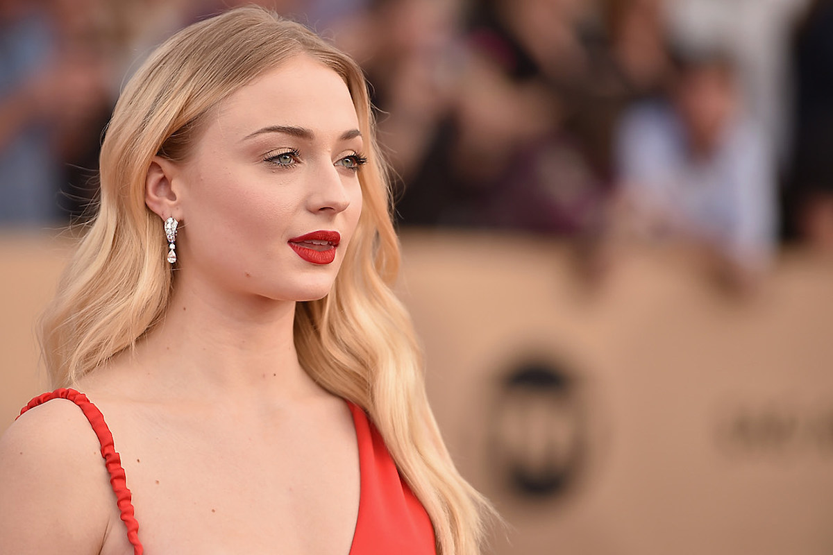 Sophie Turner Diet Plan and Workout Routine  Age   Height