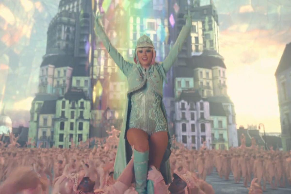 Taylor Swift Ushers In... Taylor Swift Reputation Album