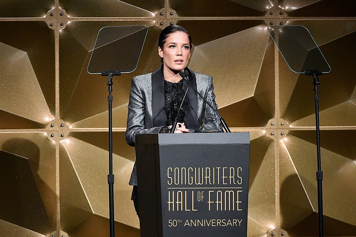 Halsey Gets Extremely Personal in Award Acceptance Speech