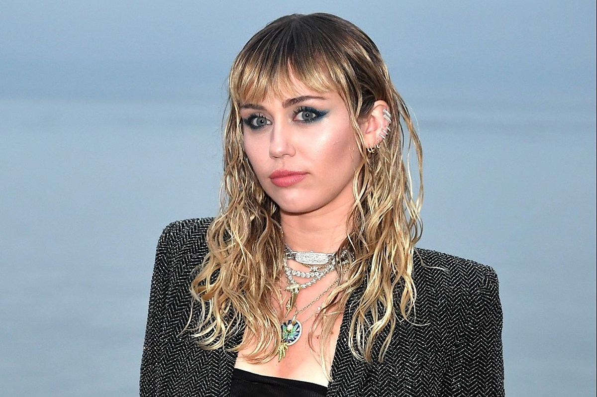 Miley Cyrus: Age, Bio, Height, Weight, Songs, Net worth ...