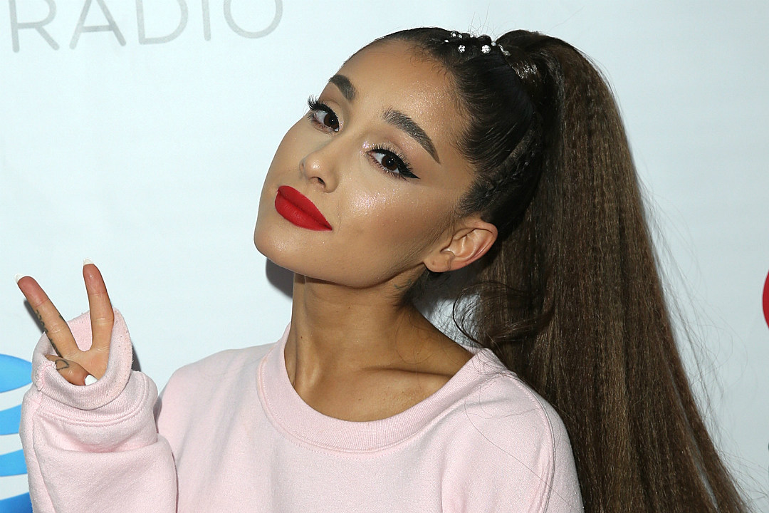 Wie is Ariana Grande dating 2015