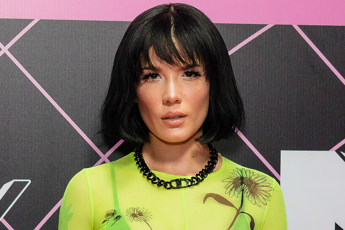 Halsey Shows Off Cute New Anime Side Character Haircut