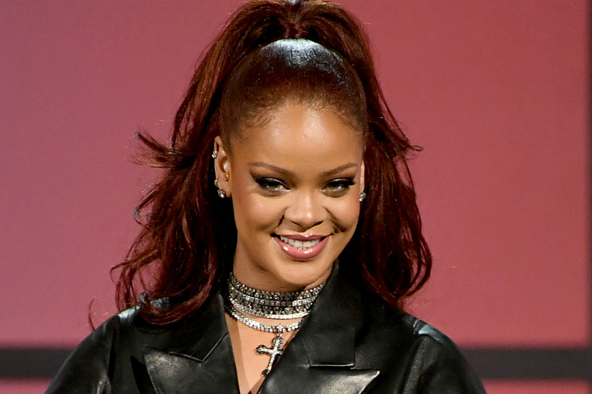 Everyone Remain Calm: Rihanna Might Be Releasing a New Song Called 'Private Loving'