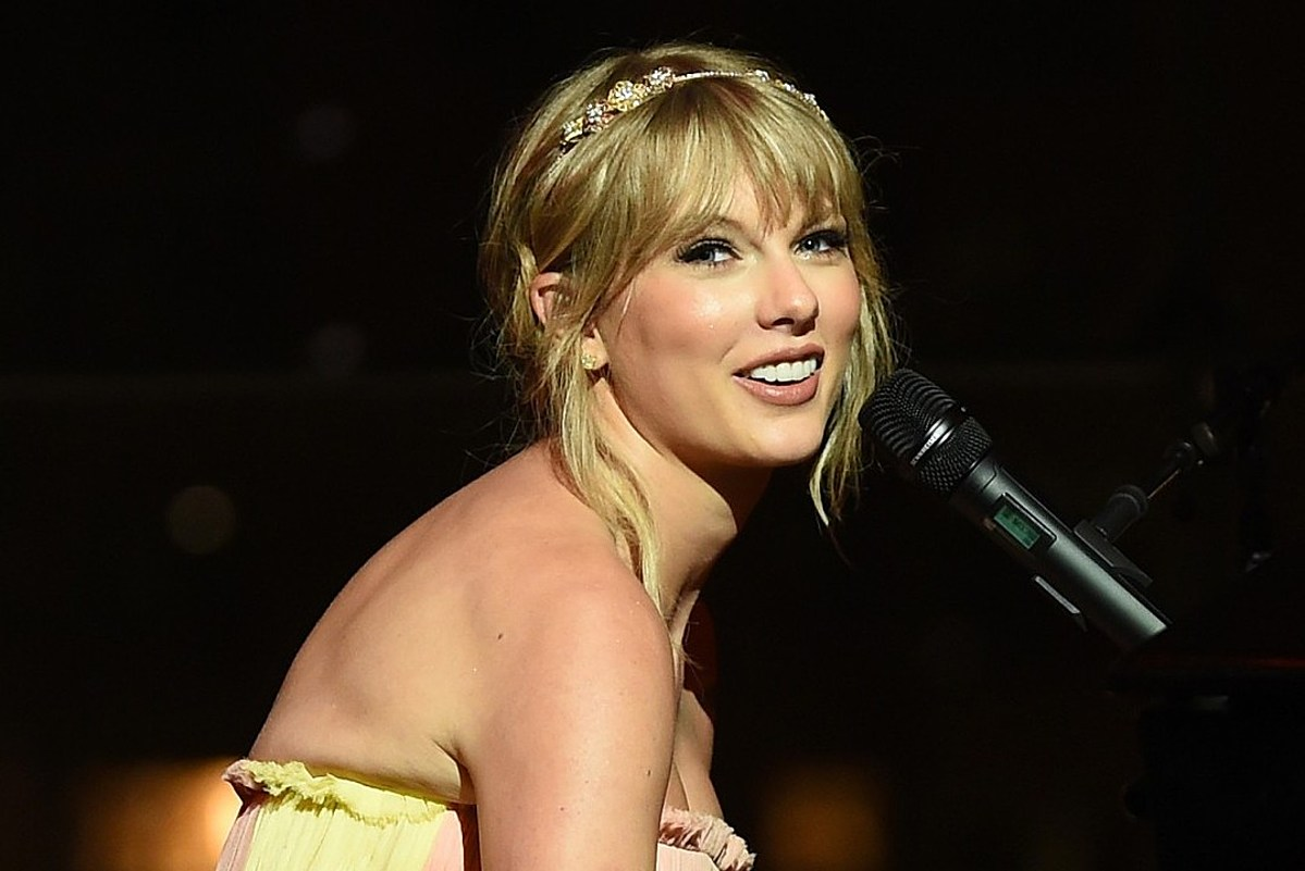Taylor Swift Holds 'Lover' Secret Listening Session