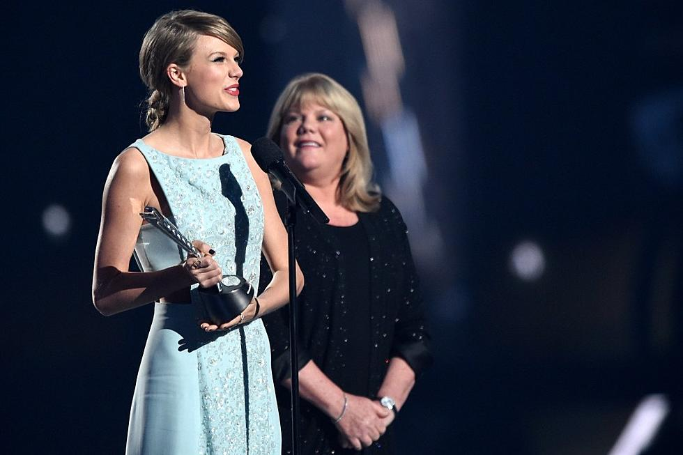 Taylor Swift S Soon You Ll Get Better Is About Her Mom S Cancer