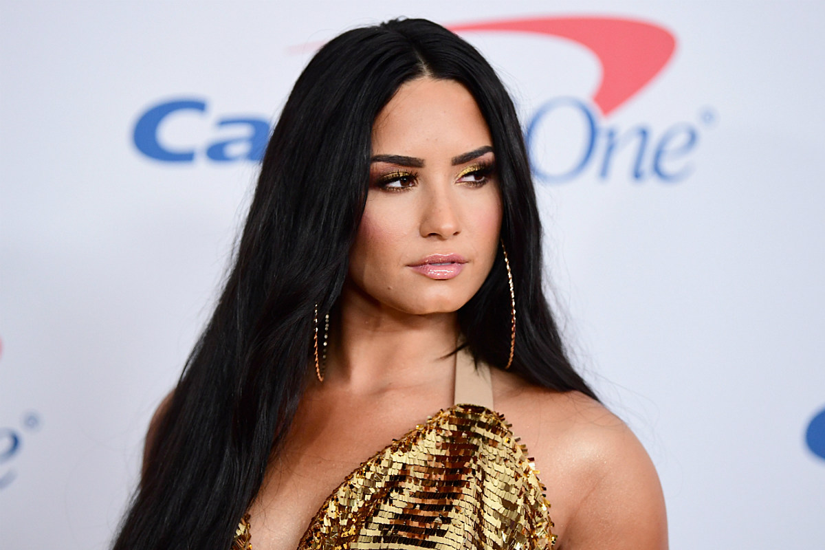 Demi Lovatos Snapchat Hacked, Nudes Leaked Online