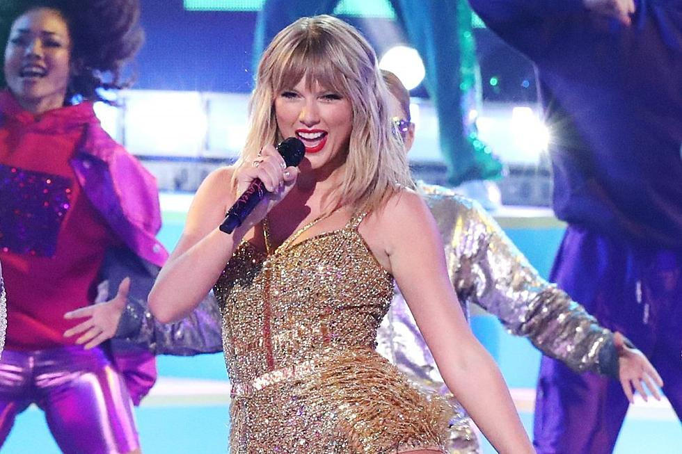 Taylor Swift Performs At 2019 Amas