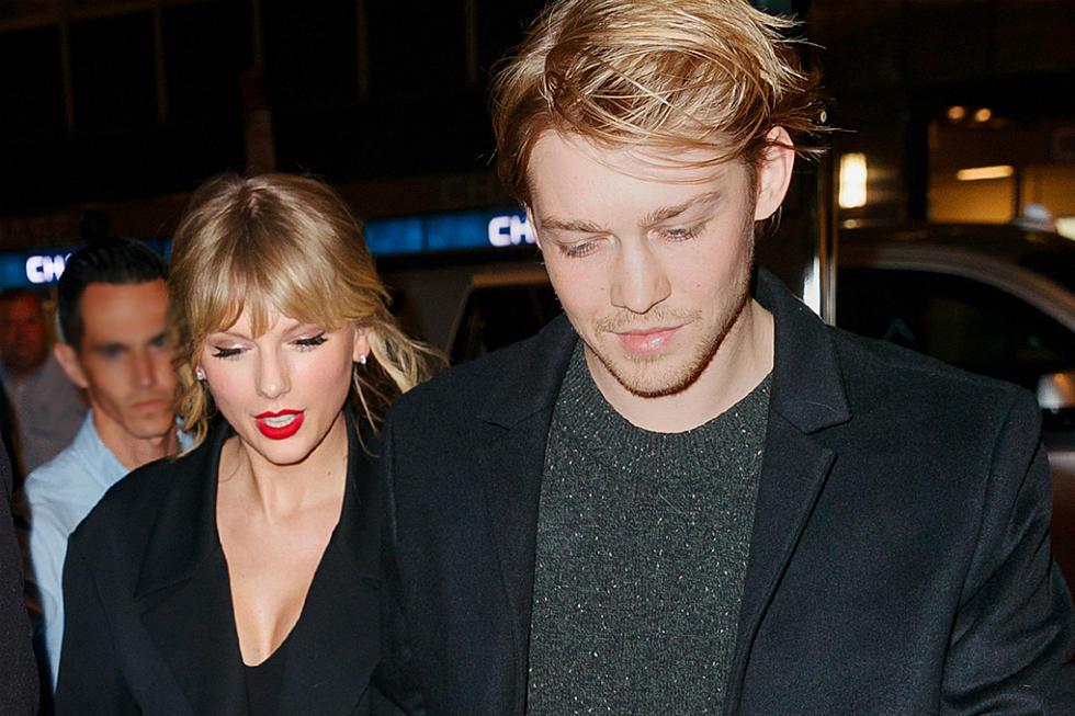 Taylor Swift And Joe Alwyn Kiss At Nme Awards