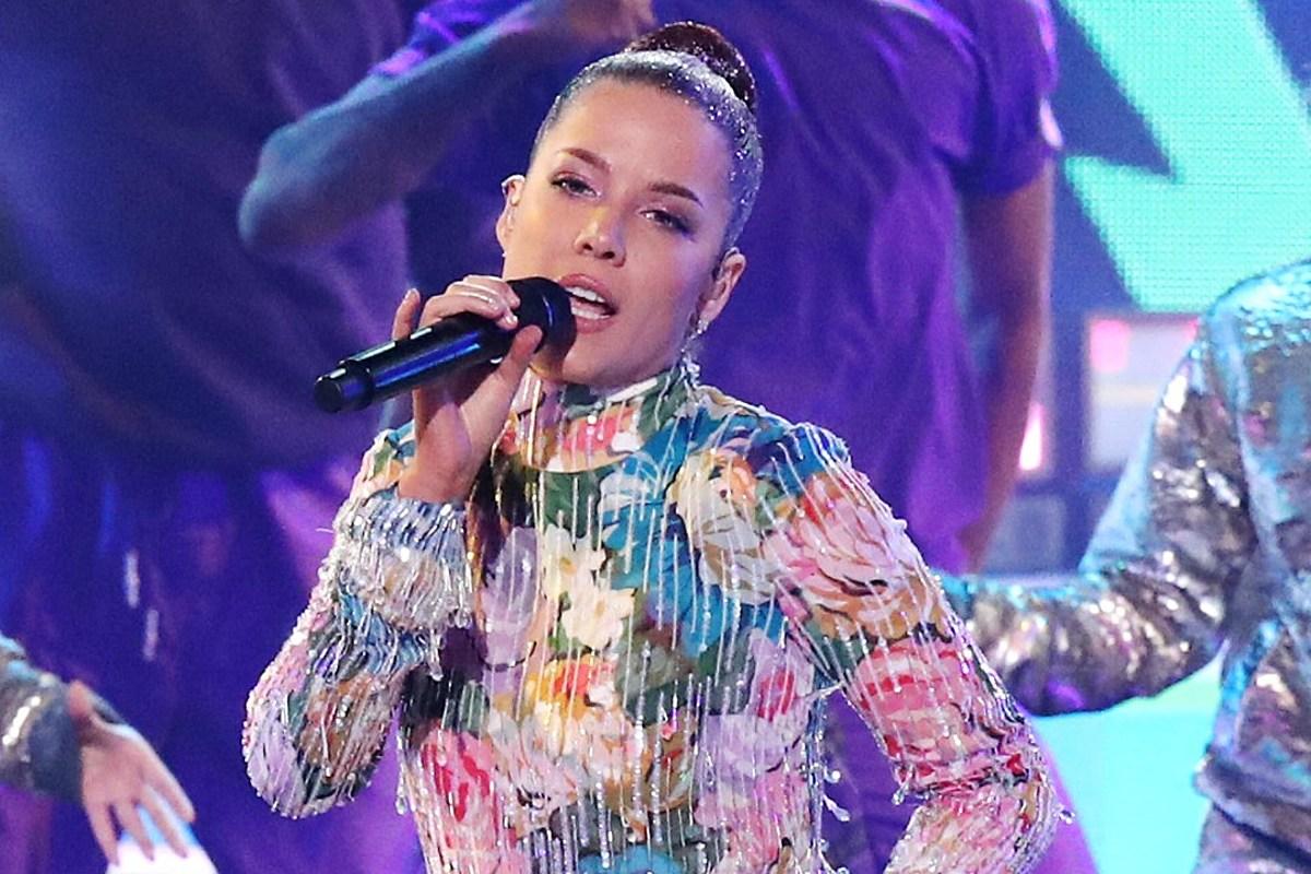 Halsey Debuts Her Most Ambitious Album Yet With Multi-Sensory Album 'Manic'