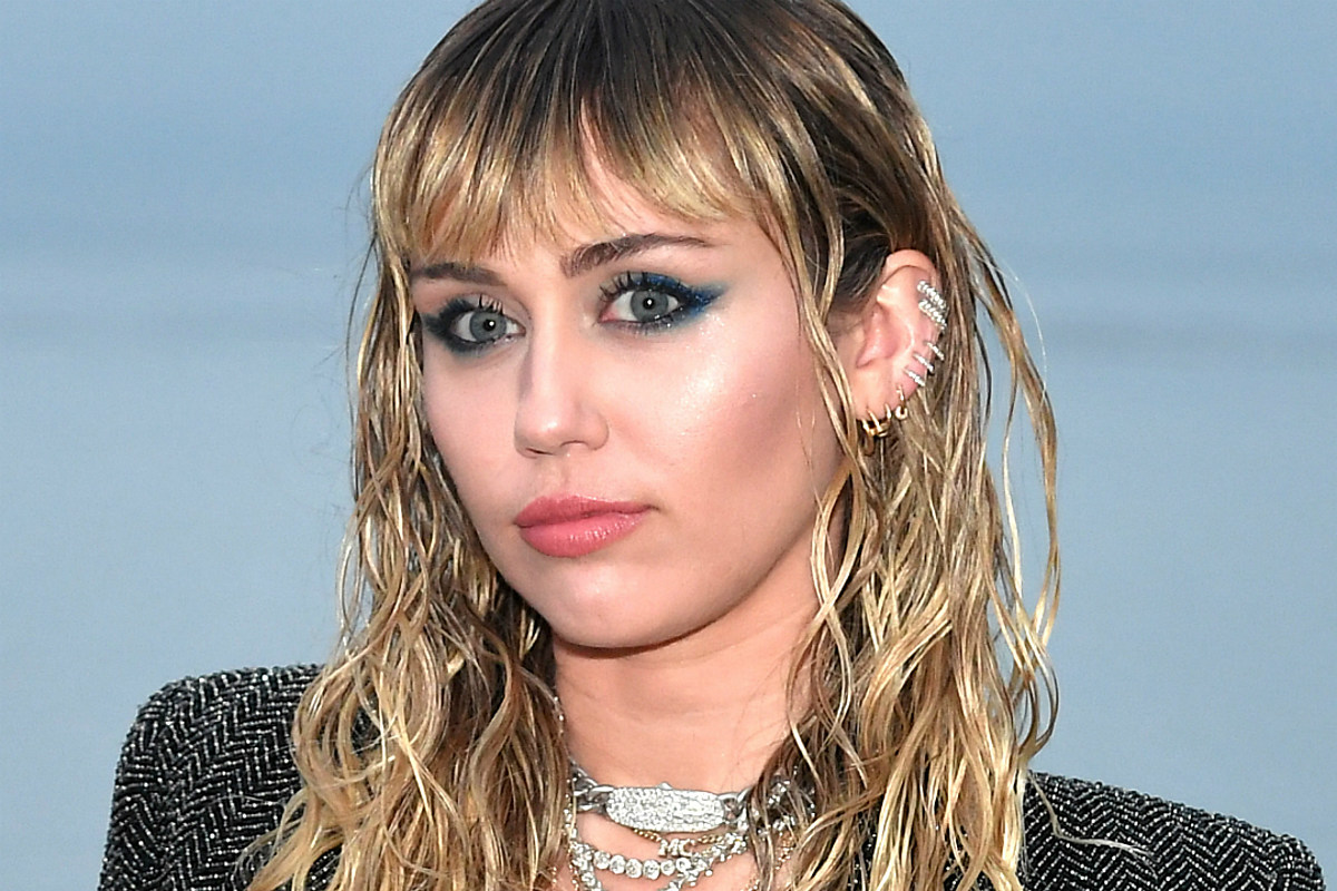Miley Cyrus Shares Nude Mirror Selfies: PHOTOS