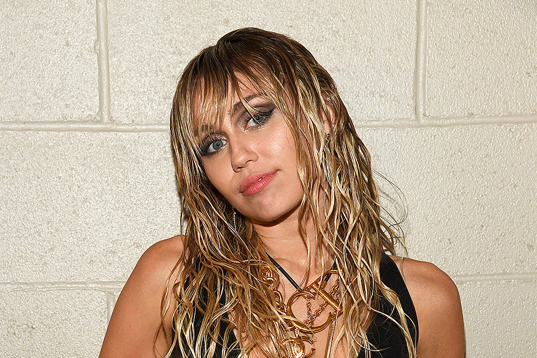 Miley Cyrus Claims She Was Chased By UFO