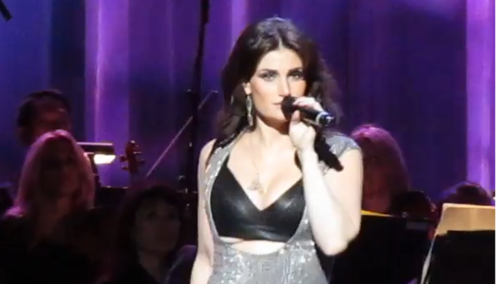 Idina Menzels Unsensored Wardrobe Malfunction At Radio City Music Hall