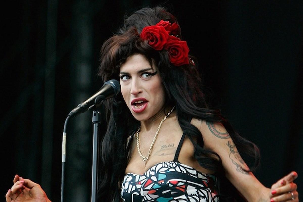 Amy Winehouse Photos Photos: Amy Winehouse Leaving the