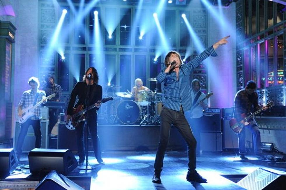 Foo Fighters Snl Christmas.Mick Jagger And Foo Fighters Perform Miss You At Snl