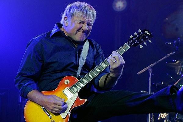 Alex Lifeson Guitarist : rush guitarist alex lifeson looks back on tough times ~ Hamham.info Haus und Dekorationen