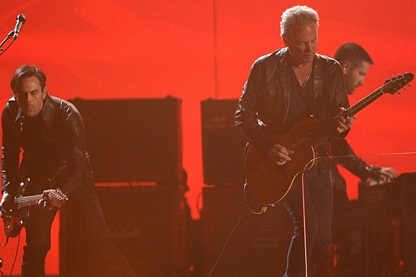 Grammys Producer Apologizes for Cutting Off Lindsey ...