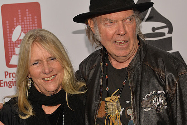 neil young divorcing wife of 36 years. Black Bedroom Furniture Sets. Home Design Ideas