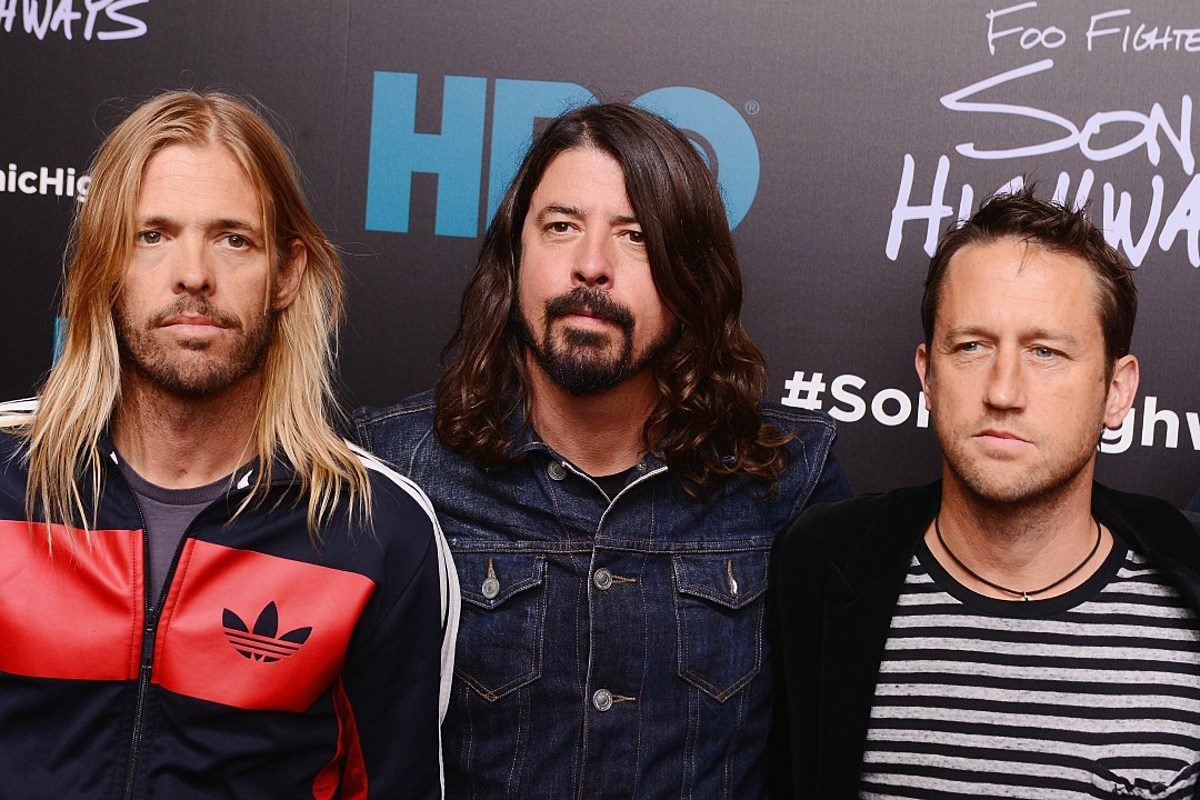 DG, he looks great in red!! (With images)   Foo fighters