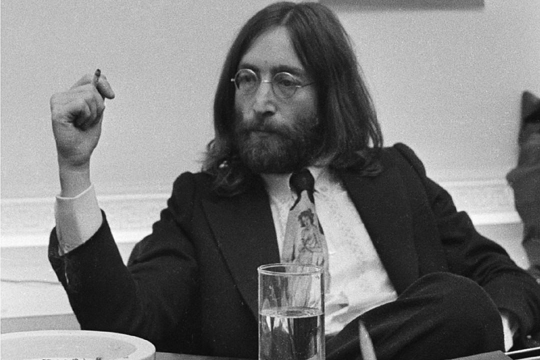 50 Years Ago John Lennon Returns His Mbe To The Queen