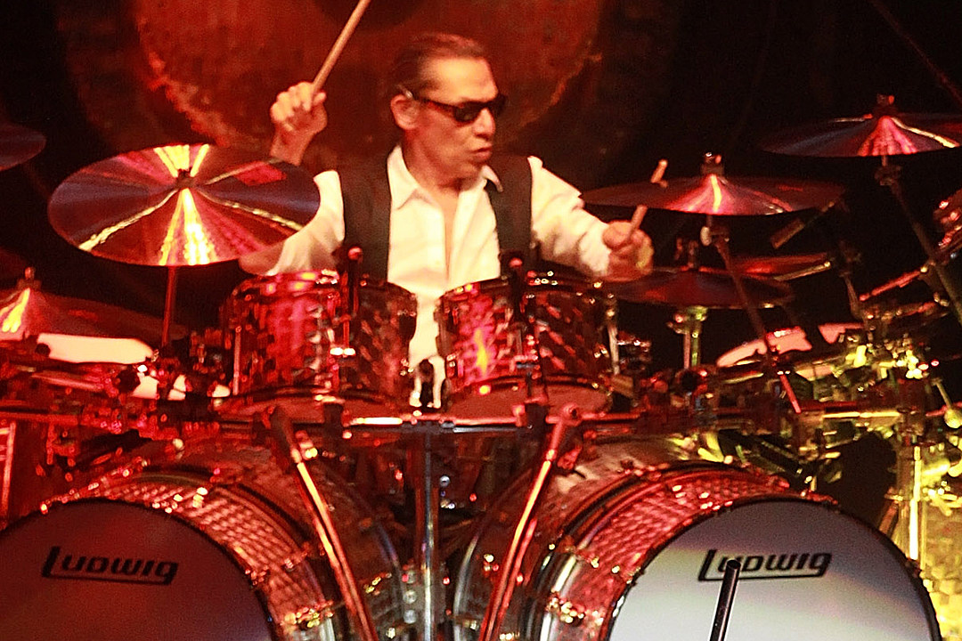 Van Halen Settle Trademark Lawsuit With Alex Van Halen S Ex Wife