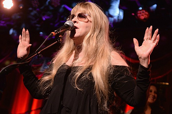 stevie nicks doesn 39 t want to think about a new fleetwood mac album right now. Black Bedroom Furniture Sets. Home Design Ideas