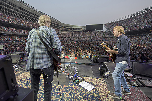 Grateful Dead Show Review : trey steps into the spotlight at grateful dead 39 s first chicago 39 fare thee well 39 show review ~ Russianpoet.info Haus und Dekorationen