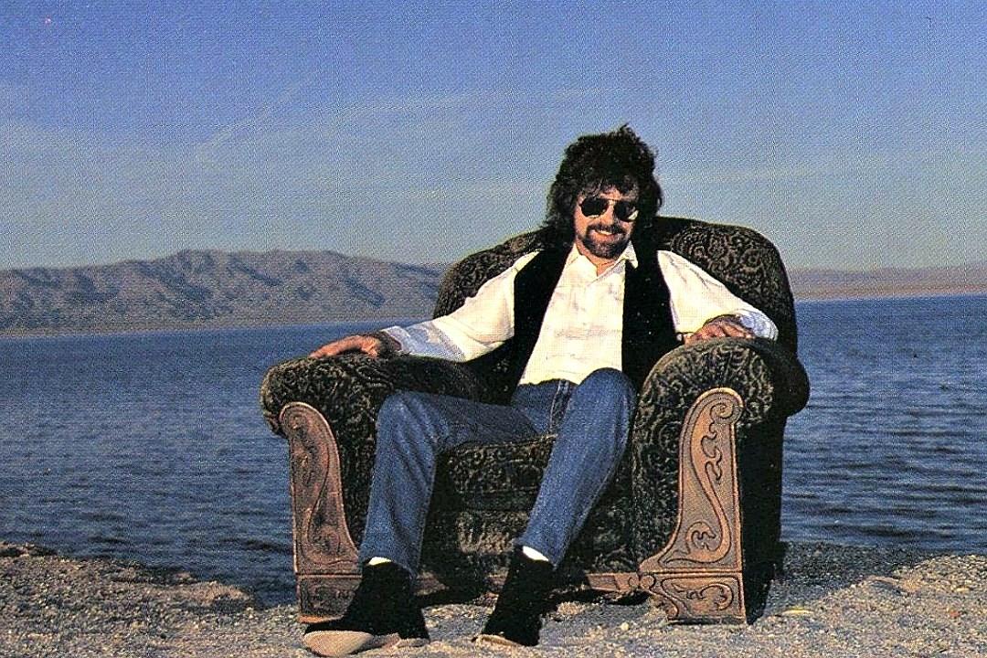 When Jeff Lynne Finally Released A Debut Solo Album Armchair Theatre