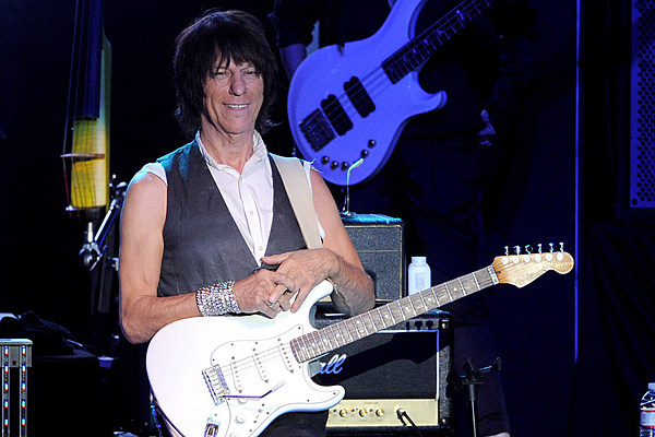 jeff beck to release first album since 2010 39 loud hailer 39. Black Bedroom Furniture Sets. Home Design Ideas