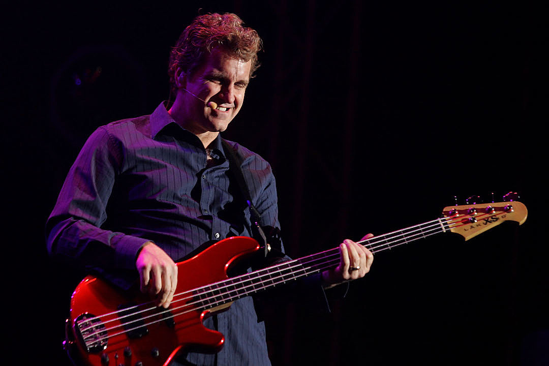 Chicago Replace Longtime Singer And Bassist Jason Scheff