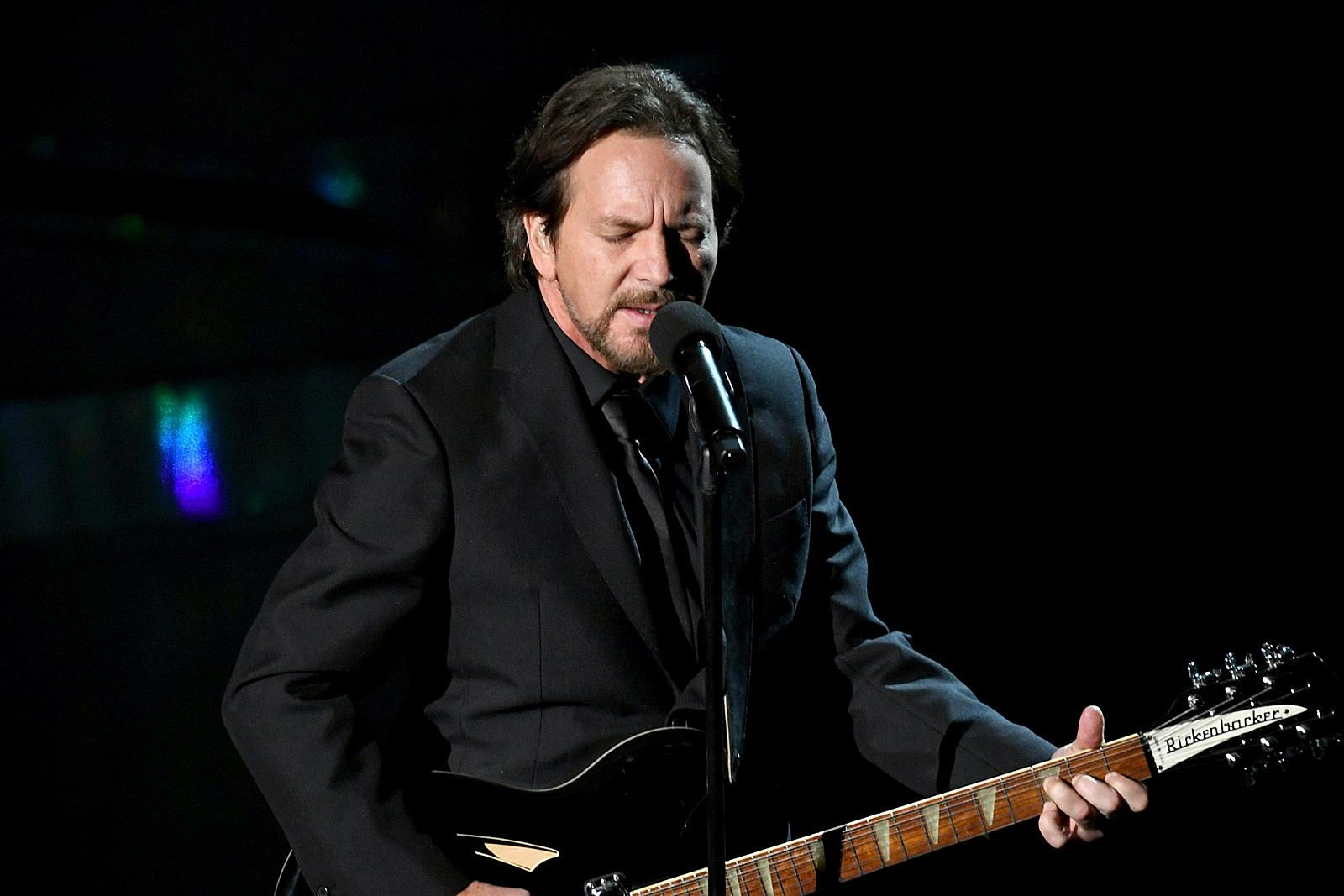 Eddie Vedder 'Completely' Loses Voice, Pearl Jam Show Postponed