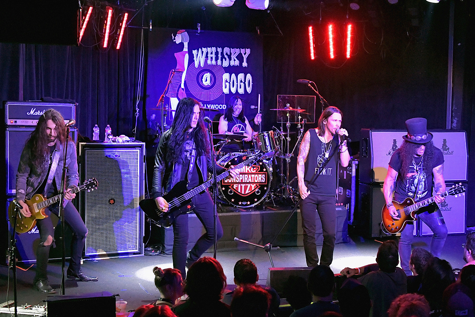 Slash Kicks Off 'Living the Dream' Tour: Videos and Set List