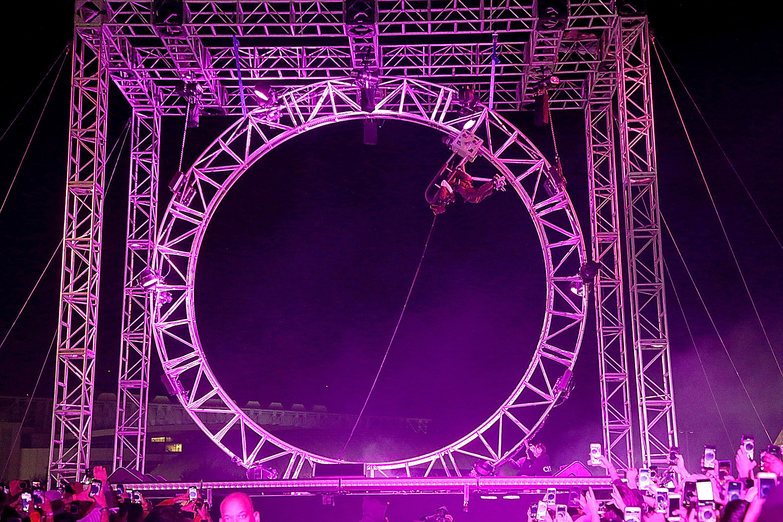 55187e47752d Tommy Lee Accuses Travis Scott of Ripping Off His Drum Coaster