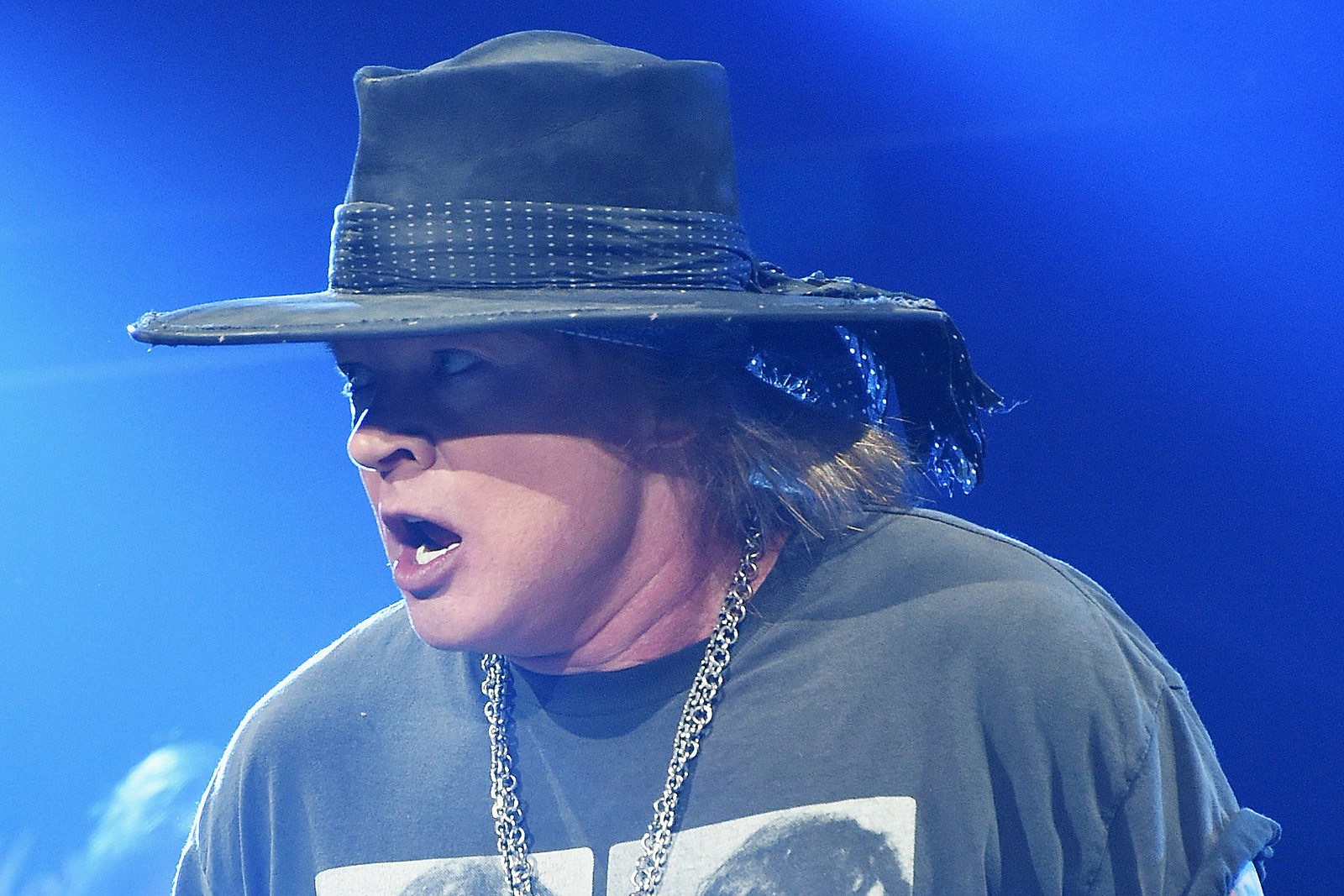 3438e97f4 'Severely Ill' Axl Rose Refuses to Cancel Guns N' Roses Show
