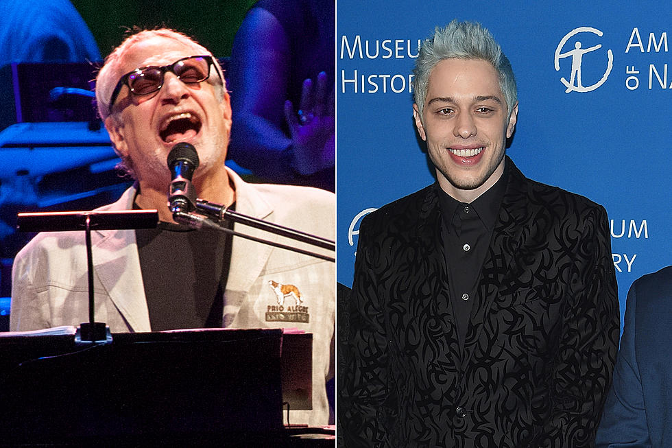 Christmas Miracle Snl.Pete Davidson Conjures A Christmas Miracle At Steely Dan Show