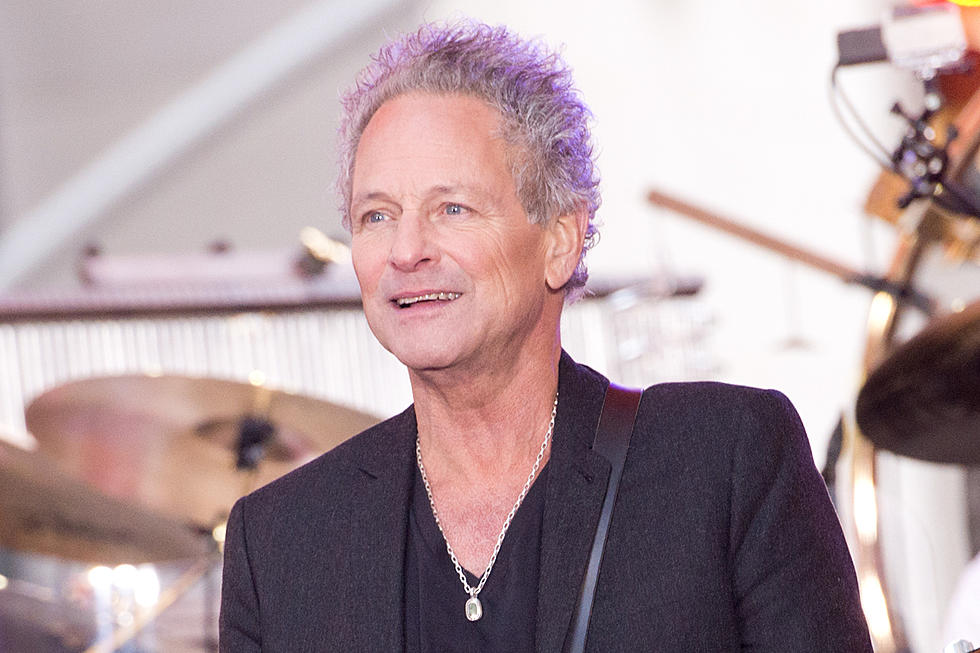 The 70-year old son of father (?) and mother(?) Lindsey Buckingham in 2020 photo. Lindsey Buckingham earned a million dollar salary - leaving the net worth at million in 2020