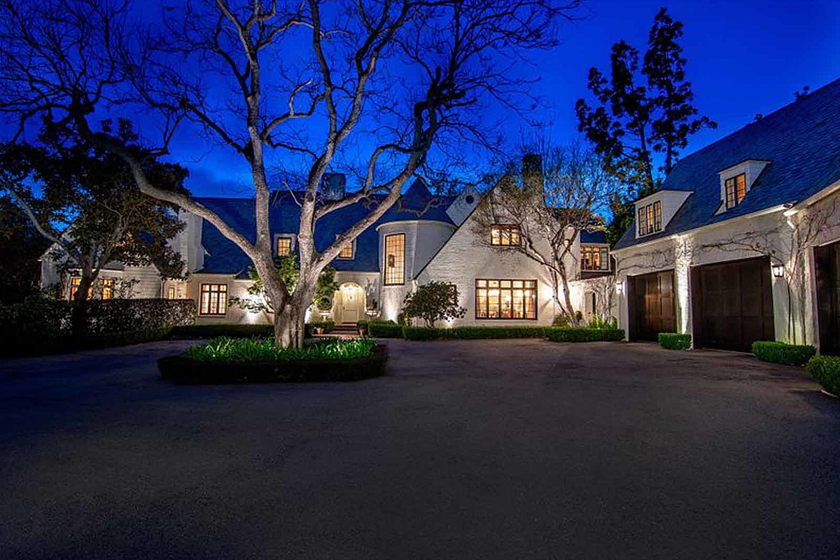 Lindsey Buckingham Sells 'Private' Compound for $28 Million