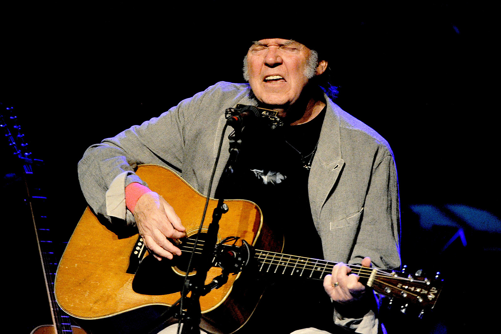Neil Young to Record New Crazy Horse Album