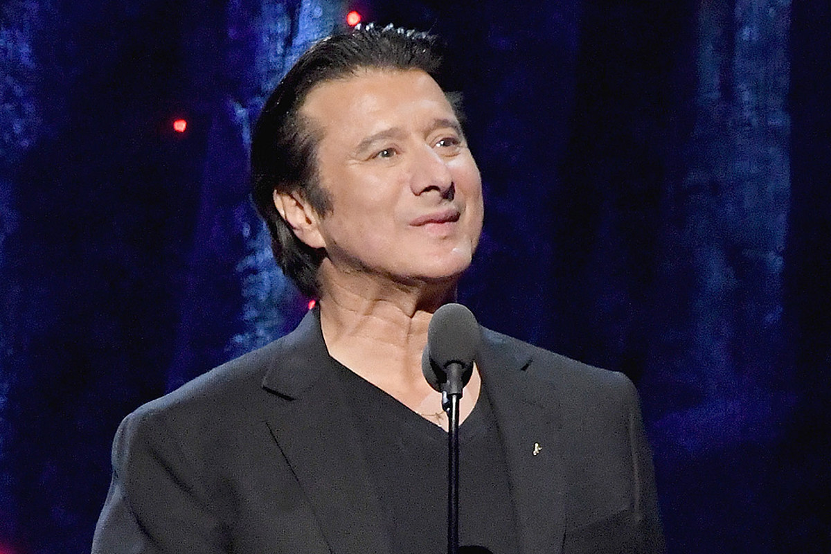 Steve Perry Recalls AC/DC Opening For Journey: 'They Spanked Us'