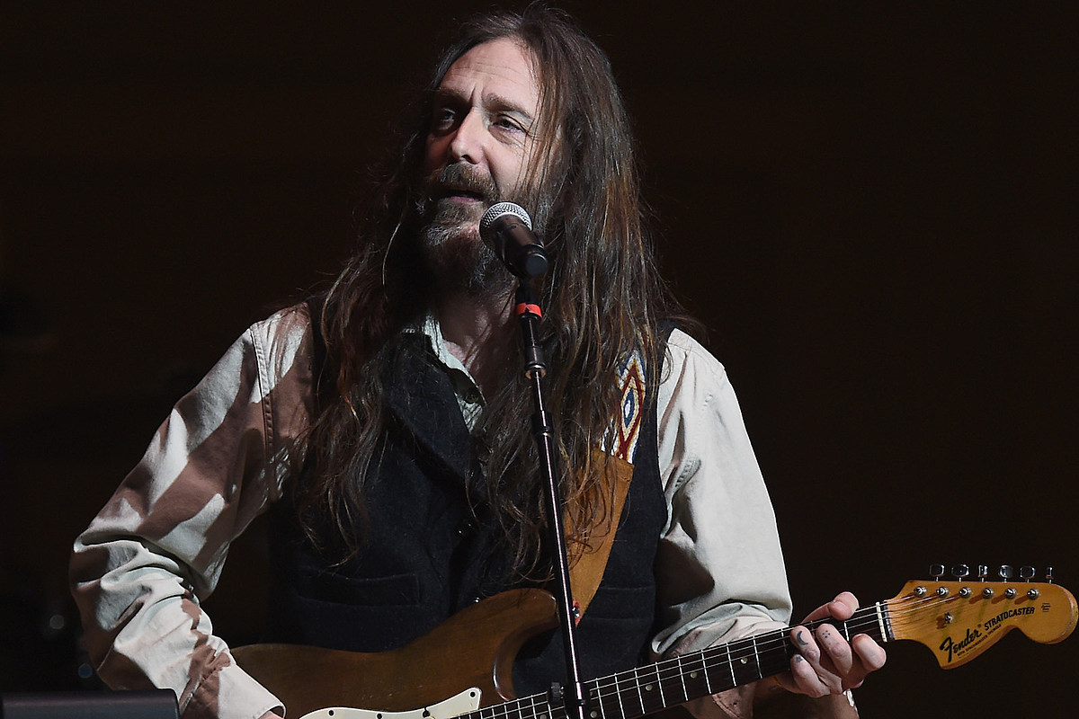 Why Chris Robinson Stays Focused on Moving Forward: Interview