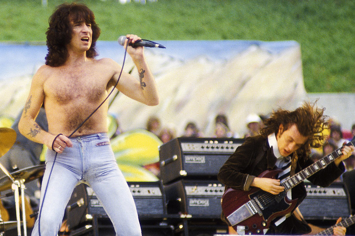 40 Years Ago: Bon Scott Begins His Final Tour with AC/DC