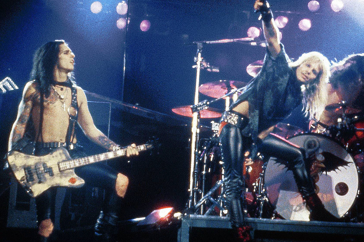 30 Years Ago: Motley Crue Launch Dr. Feelgood Tour With Club Show