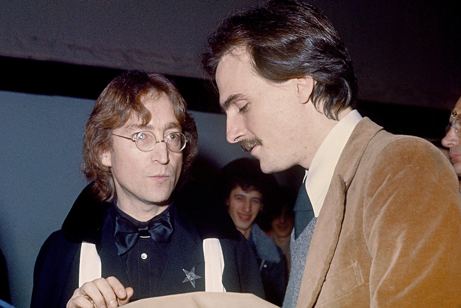 James Taylor Recalls Giving Opiates To John Lennon