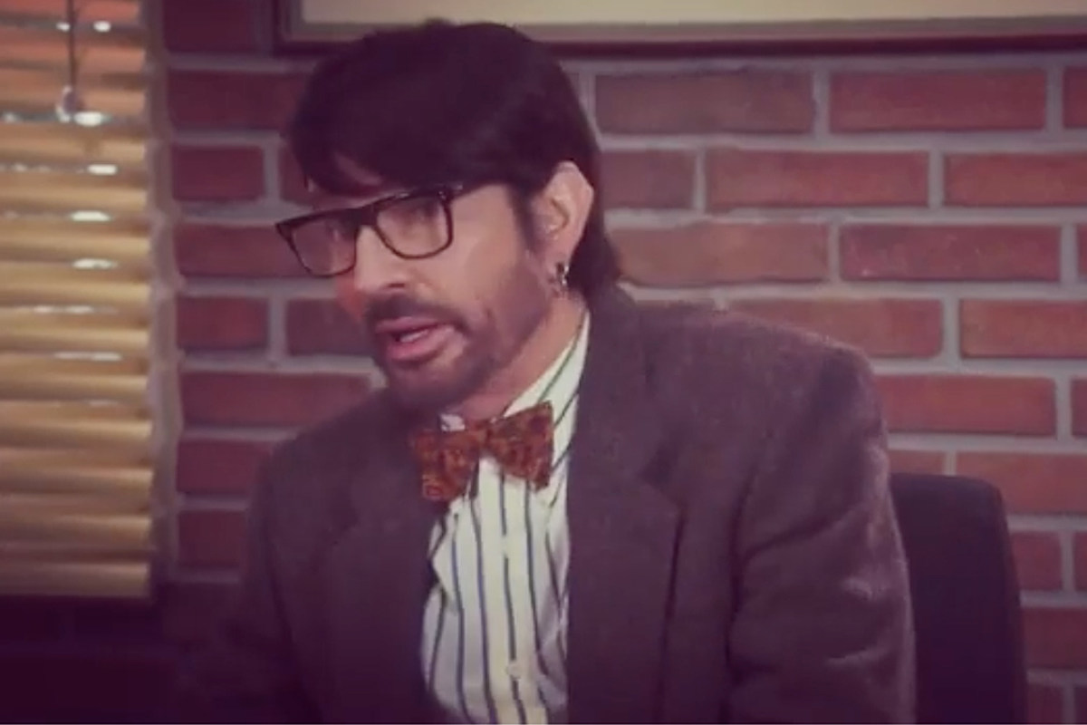Watch Tommy Lee Play a College Professor on 'The Goldbergs'