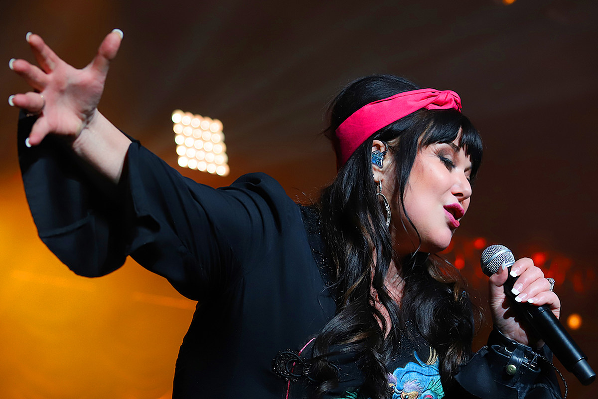 Ann Wilson Criss Cain Hear Ann Wilson's New Single, 'The Revolution Starts Now'