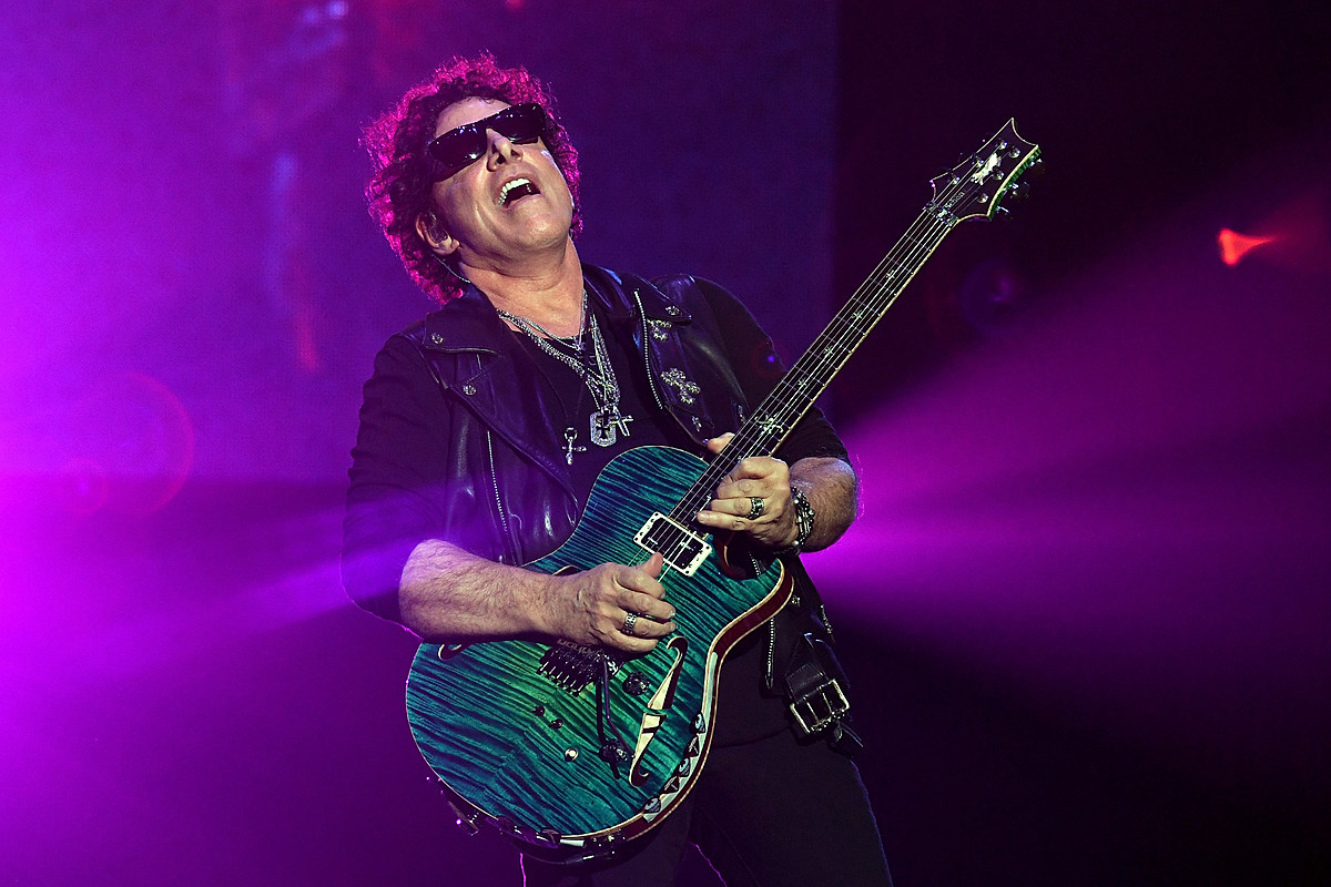Нил Шон сделал каверы на Beatles, Prince и Hendrix в новом сольном альбоме
