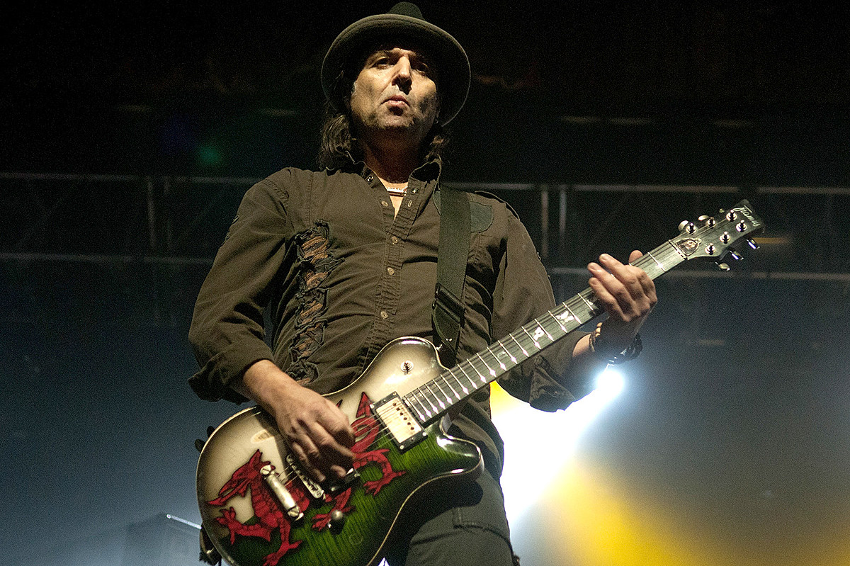 Phil Campbell Won't Let Sons Drink Before Shows