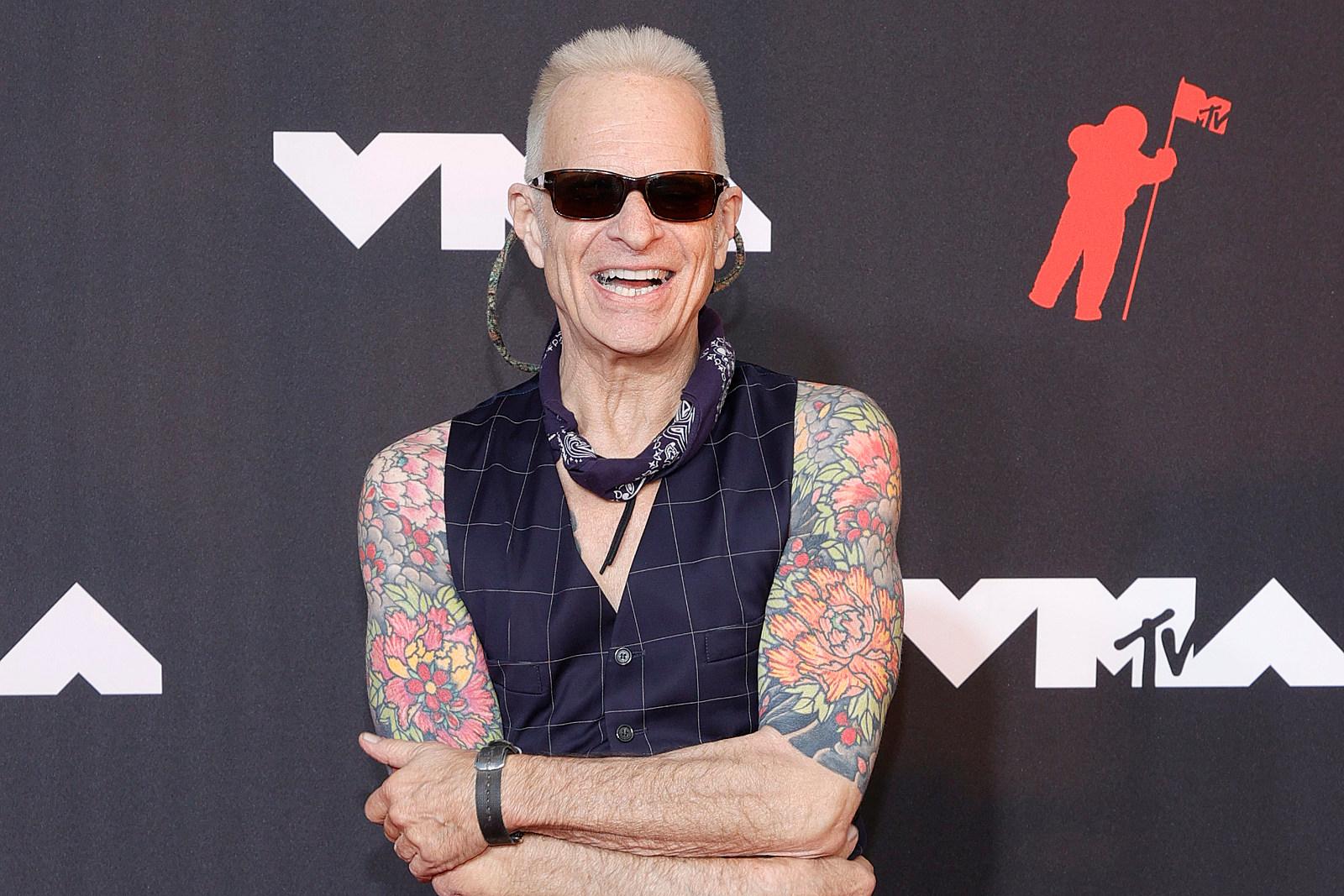 David Lee Roth Honors Eddie Van Halen on the VMA Red Carpet