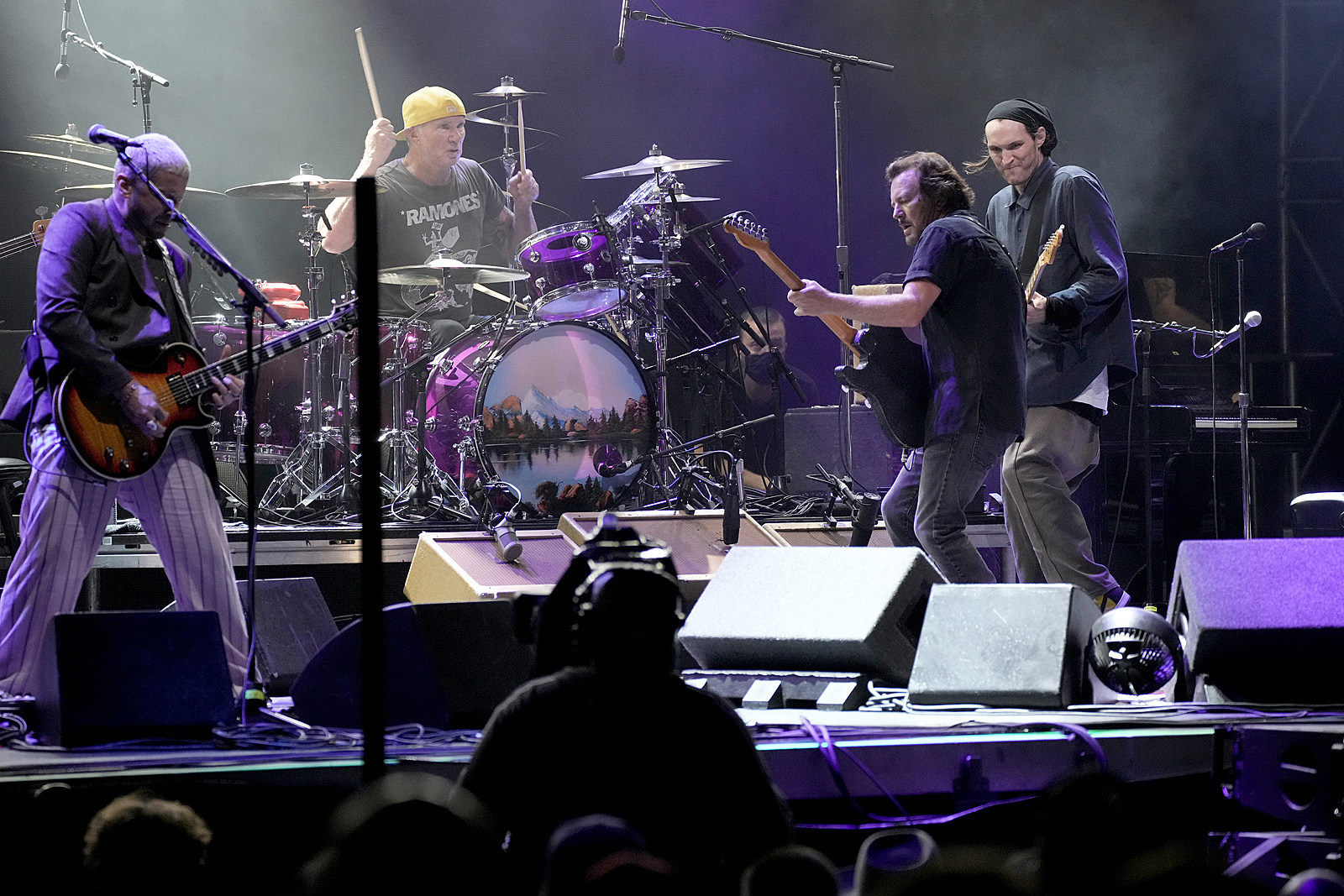 Eddie Vedder Covers R.E.M., Prince with Impromptu Band